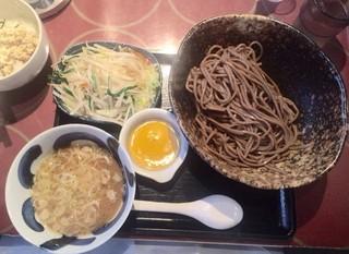 三ツ矢堂製麺 中目黒店 - 全粒粉麺 野菜つけ汁にチーズのトッピング