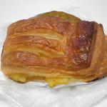 パンの森 - アップルデニッシュ 130円 手の甲につけたハンドクリームくらいの量のクリーム入り。 26.7.31