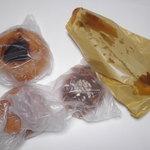 パンの森 - 袋から放り出されたパンたち。26.6.7