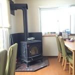 春別 - 【2015年02月】リビングルームの様な店内には、暖炉が有りました。