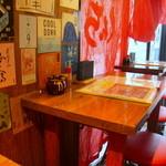 くんち - 1人でも気軽に食事が楽しめるカウンターの他、テーブル席があります。
