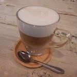 ディーラウンジ - ラテコーヒー