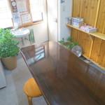 ヒトミシリ - テーブル席