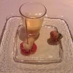 35625120 - アミューズ:人参のポタージュ、真鯛カダイフ揚げ、豚のリエットとふきのとうのパイ