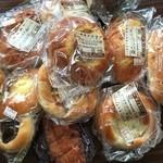 山平菓子舗 - 料理写真:差し入れに色々購入してみました。