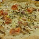 STELLA - エビとベーコンとキノコのクリームピザ