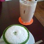 ROQUI  CAFE - 抹茶カプチーノとシナモンバナナジュース