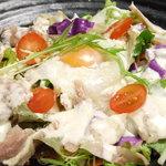 炭火炭美 快 - 自家製鶏ハムと温玉のシーザーサラダ
