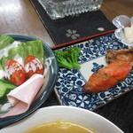 箸折茶屋 - サラダと焼き鮭、かぶらの二杯酢