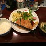ヴィヴィ食堂 - カツとご飯を一口食べた後です。 (写真撮るの忘れて思わず食べてしまいました(;^_^A)