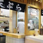 京橋 うどん - 清潔感のあるキレイな店内です