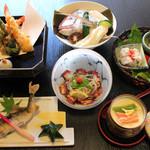 風来坊 - 5,000円会席の一例です。季節や仕入れによって内容は変更致します。こちらに季節の造り盛り、ご飯もの、汁物が付きます。