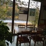 恵林寺東地蔵堂よもぎ団子 - テーブル席