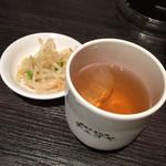 チェゴヤ - ランチナムル。。。麦茶は好きなだけどうぞ。