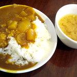 東京バーグ - 最初にカレーとお味噌汁を取ってきます