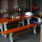 たこ焼 片岡屋 - イートイン テーブル席