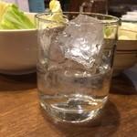 かしわ本舗 とりいし - 山ねこ¥465ロックで…  友人は八海山¥410飲んでました