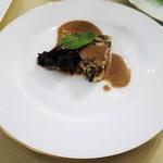 カーヴ・ド・コンマ - きのこと胸肉のテリーヌ、きのこのソース