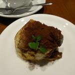 ゼルコバール - デザートセット(ケーキ1種と飲み物で300円)