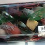 すし丸 - 地魚と季節のにぎり10貫(並)850円 ※開封前 (2015.02.24)