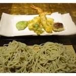 35649394 - ◆海老天ぷらせいろ(1600円)・・こちらの蕎麦の方が滑らかですね。                       蕎麦好き主人はこちらの方が好みだと。申しておりました。
