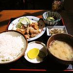 三平酒寮 - 生姜焼き定食