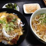 うどん割烹 もくや - 料理写真:日替わりランチ800円(カキフライ丼、うどん)