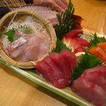 3566276 - 桜鯛姿入り刺身と4種盛り合わせ