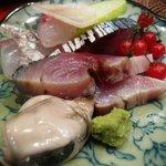 新和食 きくい - お造り盛り合わせ(鯛、生鯖、岩牡蠣)