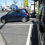まると - 店前の駐車場。27.3.6