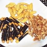 おせんべいやさん本舗 - 料理写真:3種のせんべい
