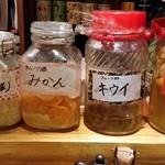 碗 - 季節の果物をお酢、お酒を漬けています。ノンアルコールでもお出しできます!