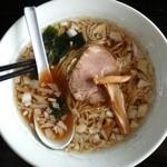 昭華 - 料理写真:らーめん550円(箸がブッこまれた状態で着丼)