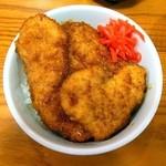 どん㐂 - 豚2枚、鶏2枚がのったボリューム丼