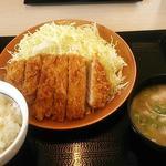 かつや - ロースかつ定食745円(税込)