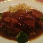 シェ・ワタナベ - 牛の赤ワイン煮