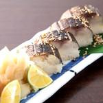 すなおや - 旬鯖の箱寿司  1本1200円/半分680円