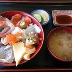 35677003 - 本日のおすすめ海鮮丼(1000円)