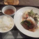 コーヒーハウス カナデ - 日替りハンバーグ<彩りサラダとスープ付>580円(税込)