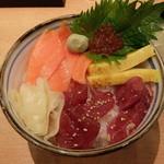 すし三崎丸 - まぐろサーモン丼