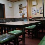 35678550 - テーブル席と小上がりの座敷