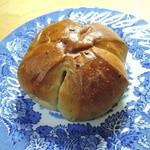 ボンジュール・ボン - くるみパン 178円