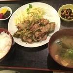 35681552 - 天然猪肉のぼたん焼肉定食900円