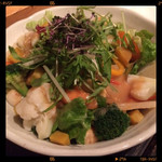 神田基地 - 有機野菜のサラダ