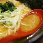横浜家系らーめん三元 - スープ