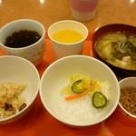 東横INN - お粥とお漬物、具だくさん味噌汁