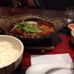 大戸屋 - 四元豚ロースの味噌かつ煮込み定食