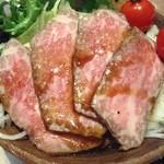 焼肉・ステーキ みーとがぁでん - ランチのローストビーフのサラダ¥