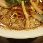 牛ちゃん - スープの表情 油少なく背油多め