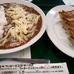 35693730 - チーズカレー&餃子